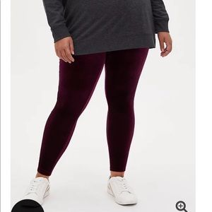 Nwt Torrid size 2 Platinum Velvet Full leggings